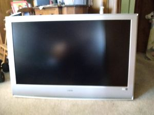Sony Bravia LCD Digital HDMI 120V-240V 50/60 hz 200W 45 inch flatscreen for Sale in Lake Forest, CA