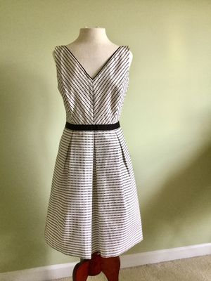 White House Black Market Black and White Spotted Dress Size 6 for Sale in South Riding, VA