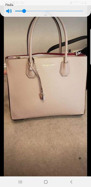 Michael kors bag for Sale in Fairfax Station, VA