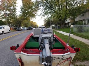 VERY Nice Boat and trailer for sale motor Evinrude 25 horse power for Sale in Landover, MD