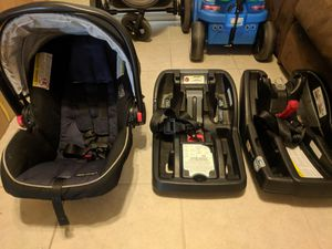 Like new infant car seat w/ 2 bases for Sale in Chandler, AZ