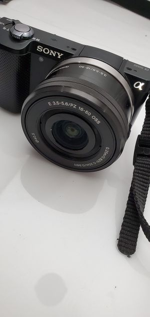 Sony a5000 lens for Sale in Long Beach, CA