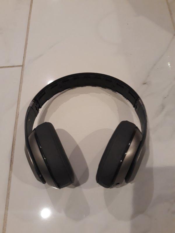 Beats studio B0501 bluetooth headphones with charger