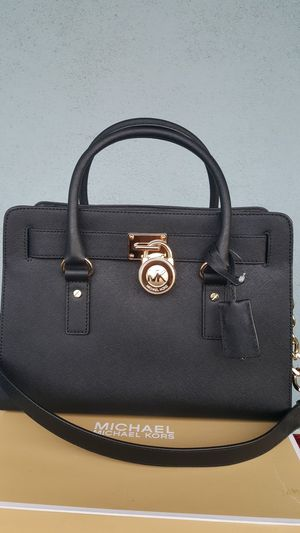 New Authentic Michael Kors Medium Hamilton Comes With A Long Shoulder Strap And Large Wallet for Sale in Montebello, CA