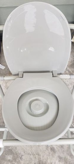 Adults Toilet Seat for Sale in Moreno Valley,  CA