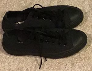 LIKE NEW Converse Size Men 8 ALL BLACK for Sale in Philadelphia, PA
