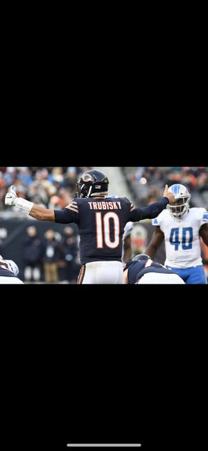 2 United club tickets for bears vs Packers for Sale in Chicago, IL