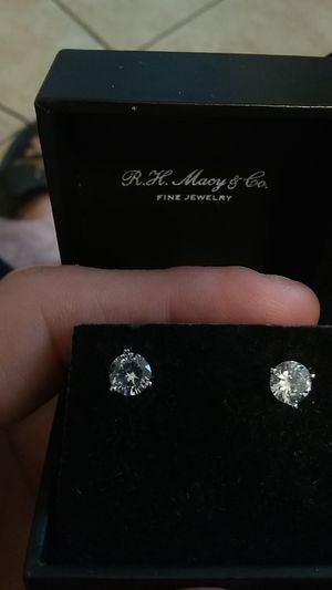 1/4 kt. Platinum screw on earrings for Sale in Lake Placid, FL