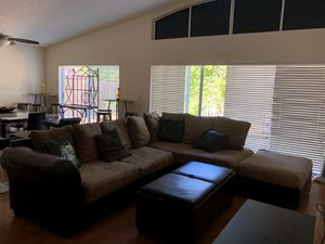 Sectional sofa & 2 ottomans (Brown/ Beige) for Sale in Miami, FL