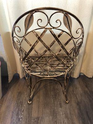 Metal chair for Sale in Frostproof, FL