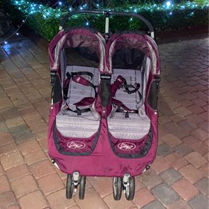 Double infant stroller for Sale in Miami, FL