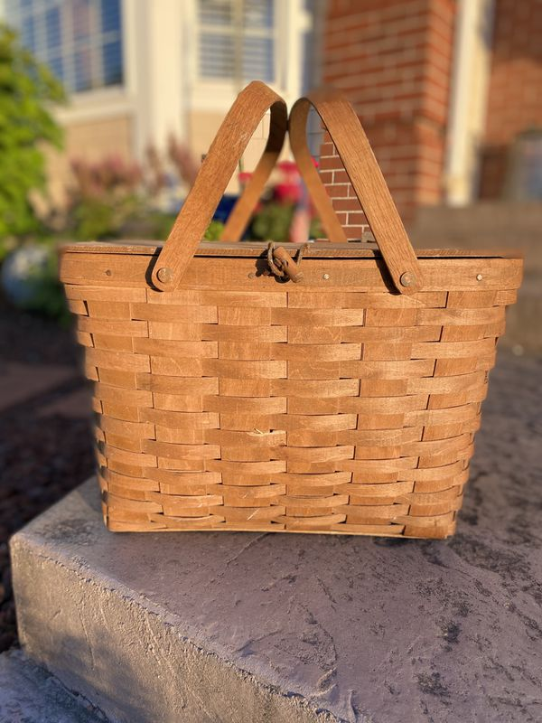 Collectible vintage Longaberger 1986 large picnic basket