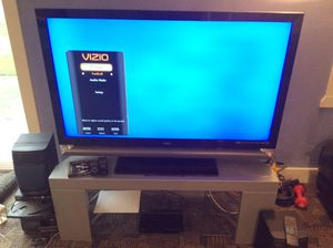 55 inch tv plus blu-Ray plus stand. for Sale in Milwaukie, OR
