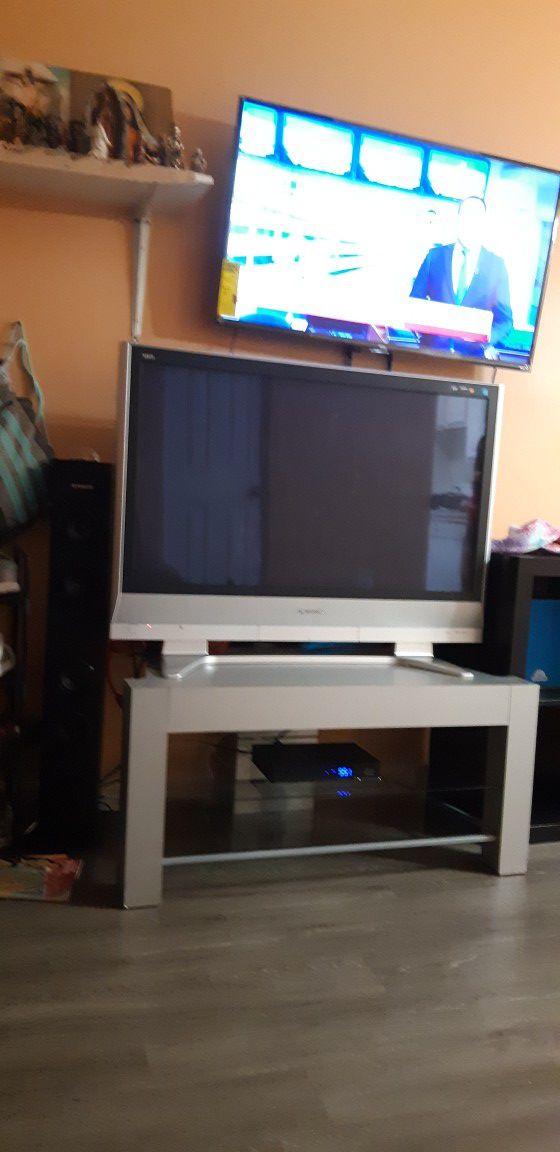 I sale Panasonic tv 43 inches