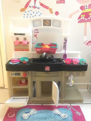 Step 2 child kitch with accessories /// cocina de juguete con accesorios for Sale in Miami, FL