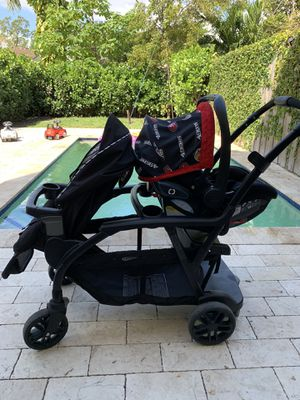 Graco double stroller and Graco infant car seat with base for Sale in Miami, FL