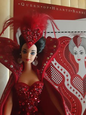 QUEEN OF HEARTS BARBIE DOLL 1994 BOB MACKIE for Sale in Long Beach, CA