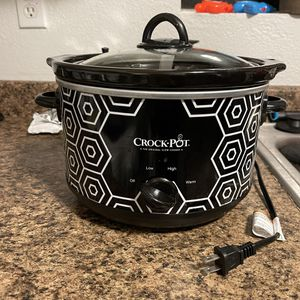 Crockpot Round Slow Cooker 4.5 quart for Sale in Crestline, CA