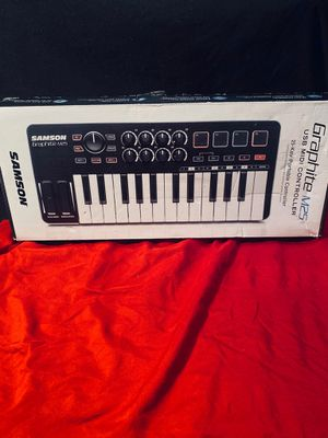25 key midi keyboard controller for Sale in Chico, CA
