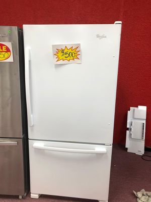 Top and bottom freezer white ,whirlpool (Appliances depot Comercial Blvd) for Sale in Fort Lauderdale, FL