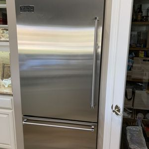 "Viking 36"" Built-in Professional Refrigerator/ Freezer No Visible Scratches Or Dents for Sale in Bakersfield, CA"