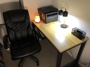 Desk And office chair for Sale in Miami, FL