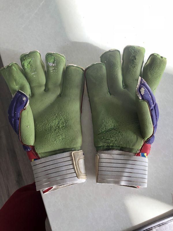 Soccer goalie gloves