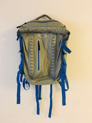 OAKLEY BACKPACK WATERPROOF for Sale in Miami, FL