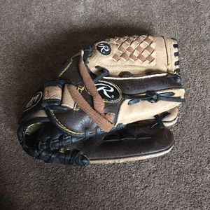 Kids baseball leather glove for Sale in Reynoldsburg, OH