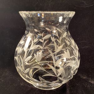 """Vintage Crystal-Cut Floral Heavy Candleholder Shade (Height: 7"""") for Sale in Dade City, FL"""
