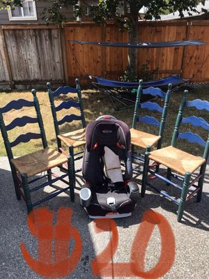 4 kids chairs and 1 car seat for Sale in Tacoma, WA