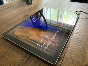 Microsoft Surface Pro 4 - i5 / 8GB Ram / 256 SSD for Sale in Renton, WA