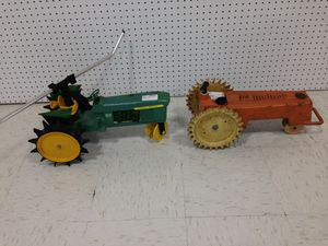 Traveling lawn sprinklers tractor John Deere and Melnor for Sale in Bridgeton, MO