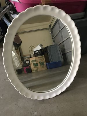White shabby chic oval mirror for Sale in Cerritos, CA