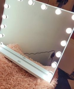 Great For A Gift Or Personal Use 💝 Vanity Mirror Only SERIOUS BUYERS PRICE IS FIRM!!!!!!😊❤ for Sale in Pico Rivera,  CA