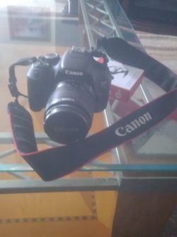 Canon Eos T3i for Sale in Columbus,  OH