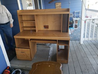 Free Desk Need Gone Asap Or Its In The Dump for Sale in Troutdale,  OR