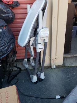 Folding High Chair for Sale in Salinas,  CA