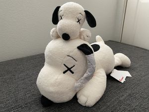 KAWS Uniqlo Snoopy Peanuts Set White Small & Medium for Sale in Union City, CA