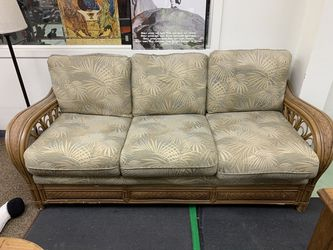 Amazing Vanatu Wicker Couch with Pull Out Bed for Sale in Framingham,  MA