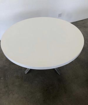 Modern white lacquered dining tble w/ tripod base for Sale in West Hollywood, CA