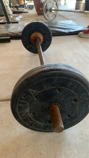 Curl bar with 10 pound weights for Sale in Ceres, CA