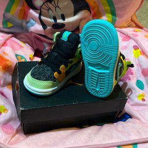Jordan 1 Black/aurora Green-opti Yellow Toddler Size 4C for Sale in The Bronx, NY