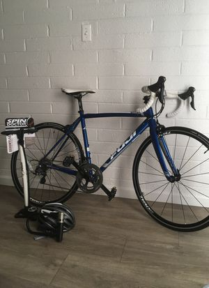 *Fuji road bike bundle* for Sale in Dallas, TX