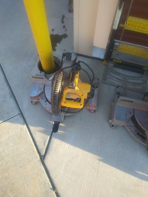10 Inc dewalt mitre saw for Sale in Fresno, CA