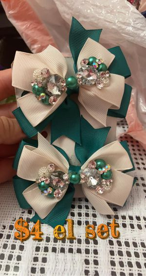 Gir hair bows for Sale in Chicago, IL