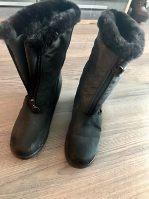Winter Woman Boots for Sale in Chicago, IL