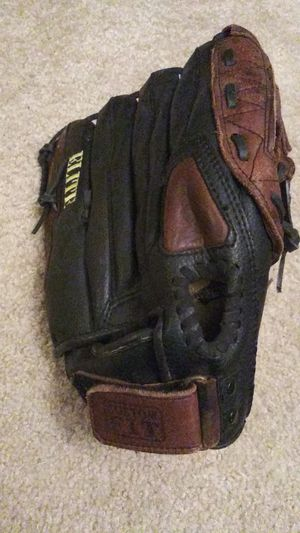 Wilson left hand baseball glove 13 inch for Sale in Milwaukee, WI