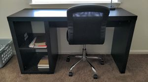 Desk with chair and lamp for Sale in Belton, SC