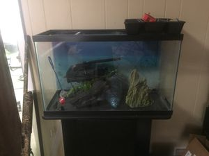 25 gallon fish tank (everything you need) for Sale in Apex, NC